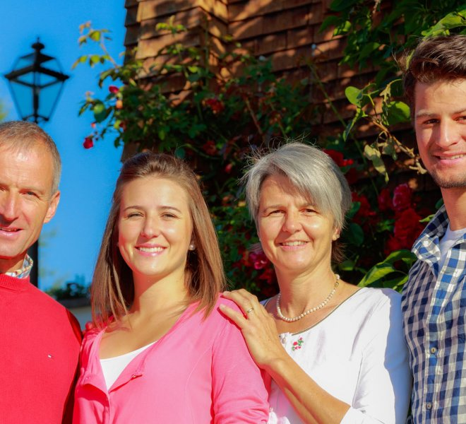Familie Strolz Haus Hubertus Warth am Arlberg
